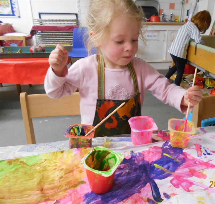 nursery-little-girl-painting.tmb-img-1824_cr