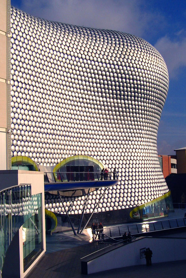 The side of the Selfridges' building in Birmingham, a curved wall covered with silver circles.