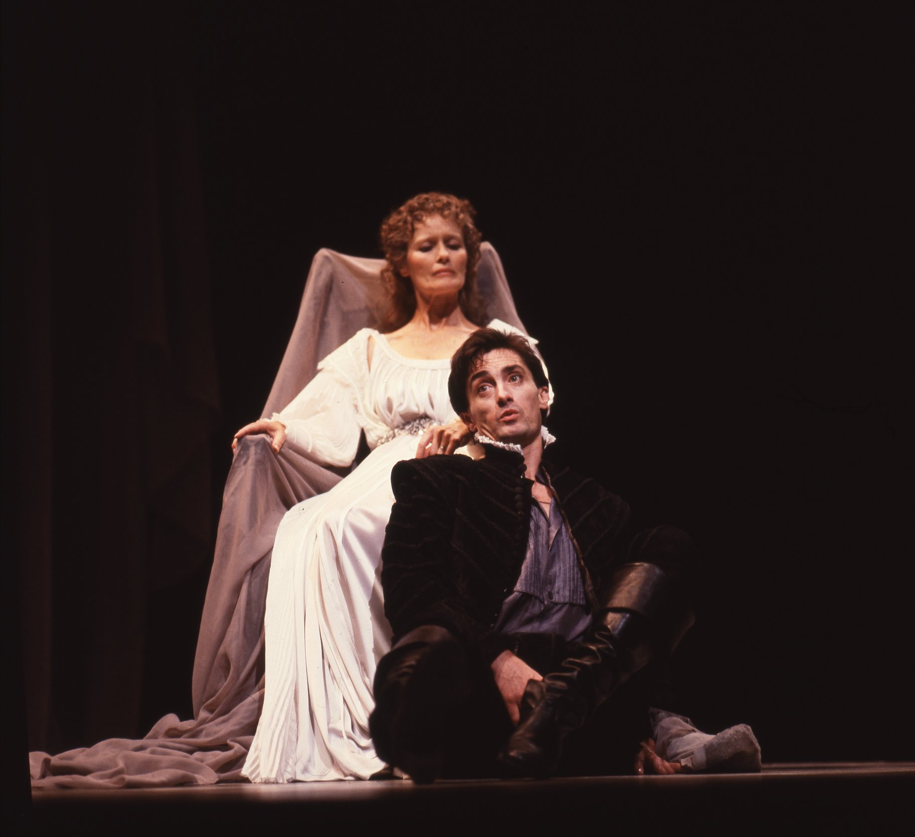 Hamlet and Gertrude in the 1984 production of Hamlet.
