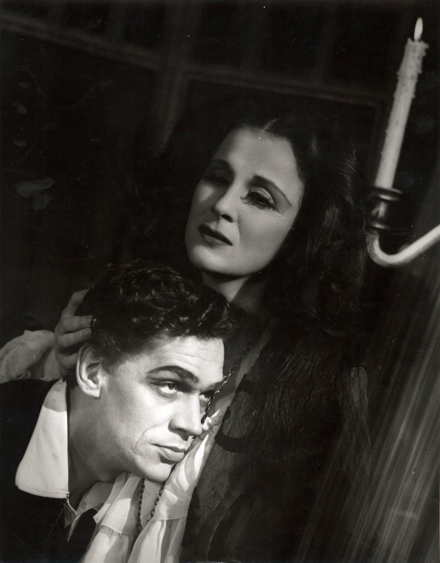 Hamlet and Gertrude in the 1948 production of Hamlet.