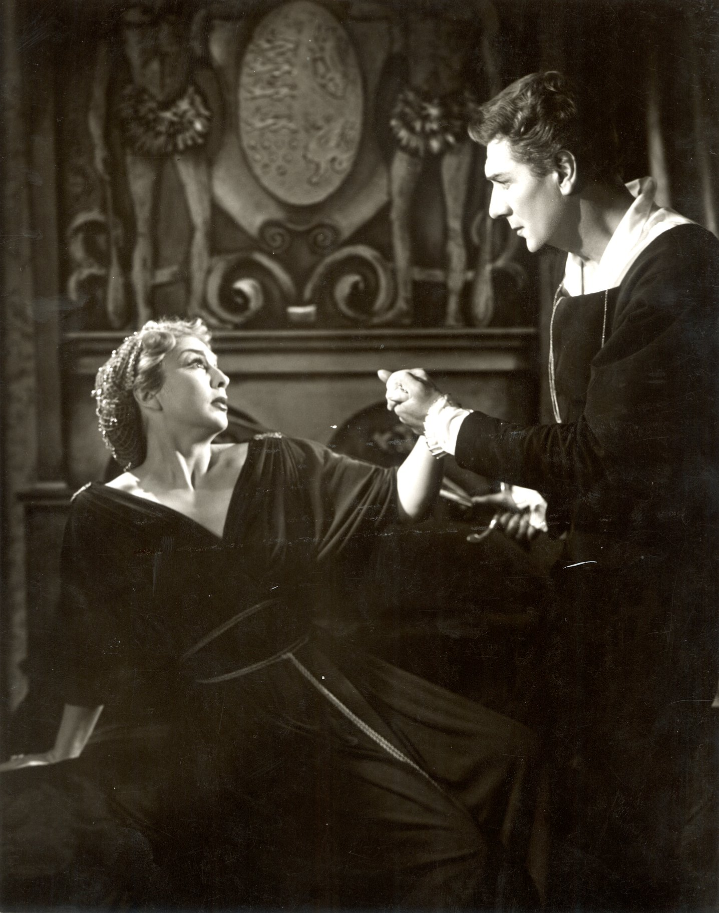 Hamlet and Gertrude in the 1958 production of Hamlet.