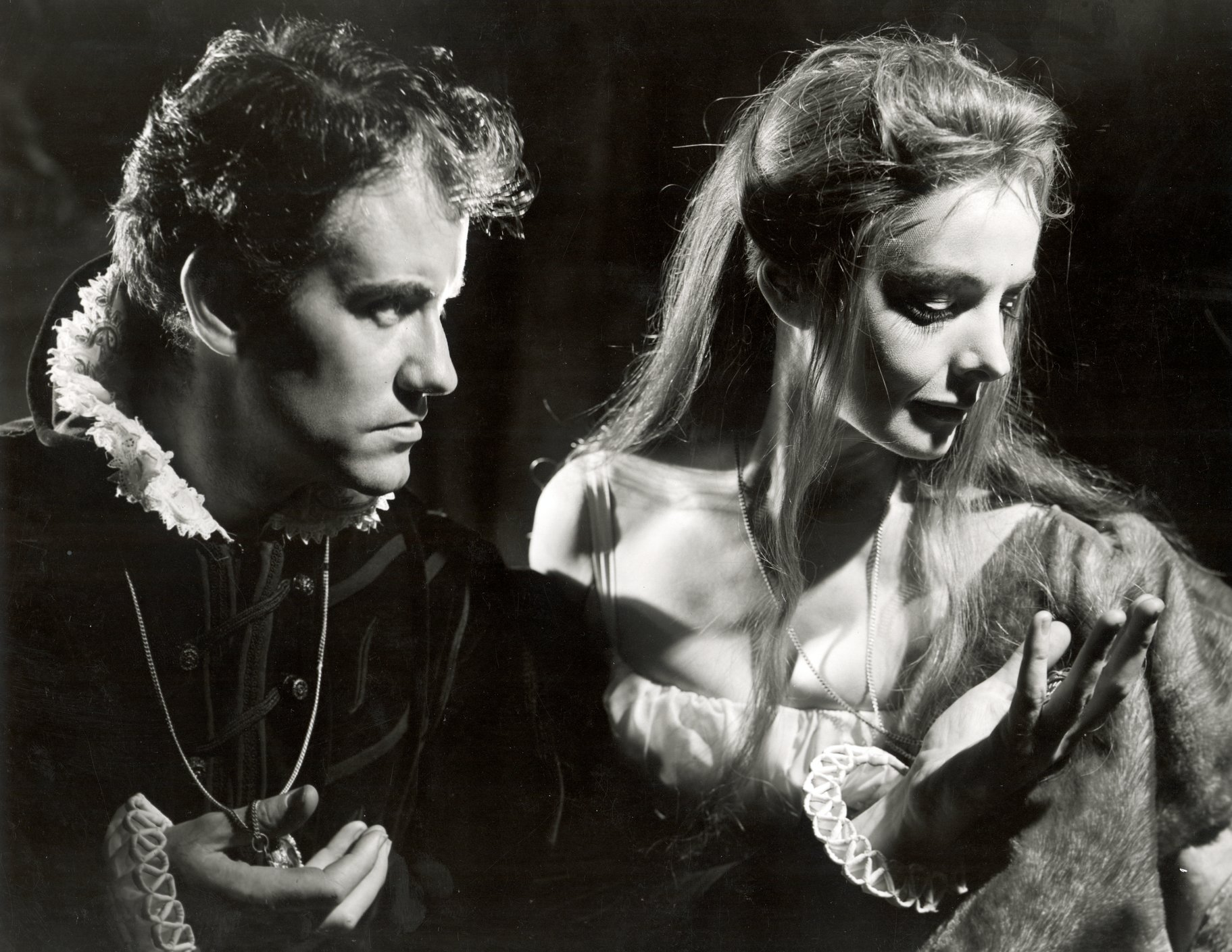 Hamlet and Gertrude in the 1961 production of Hamlet.