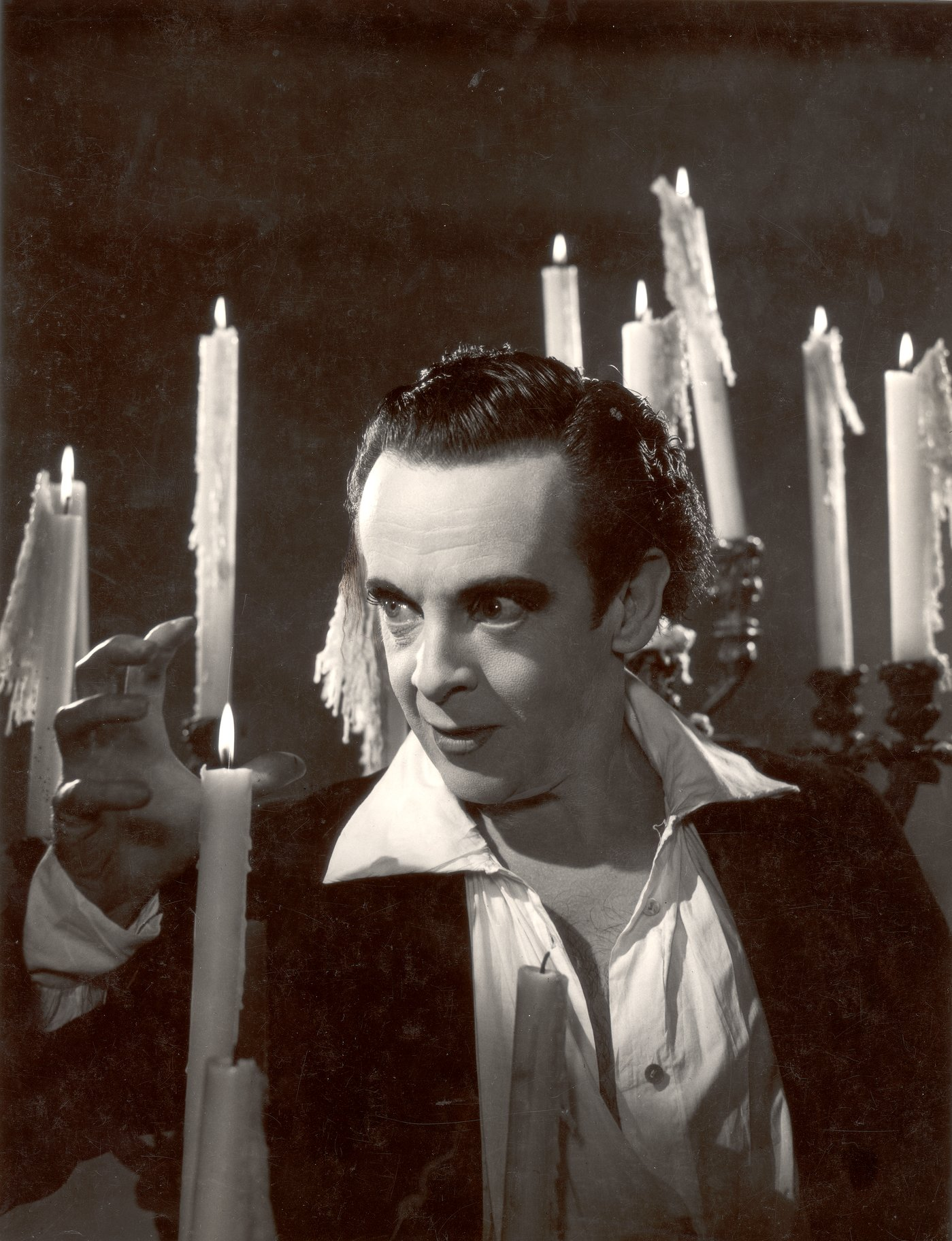 Robert Helpmann as Hamlet, surrounded by candles.