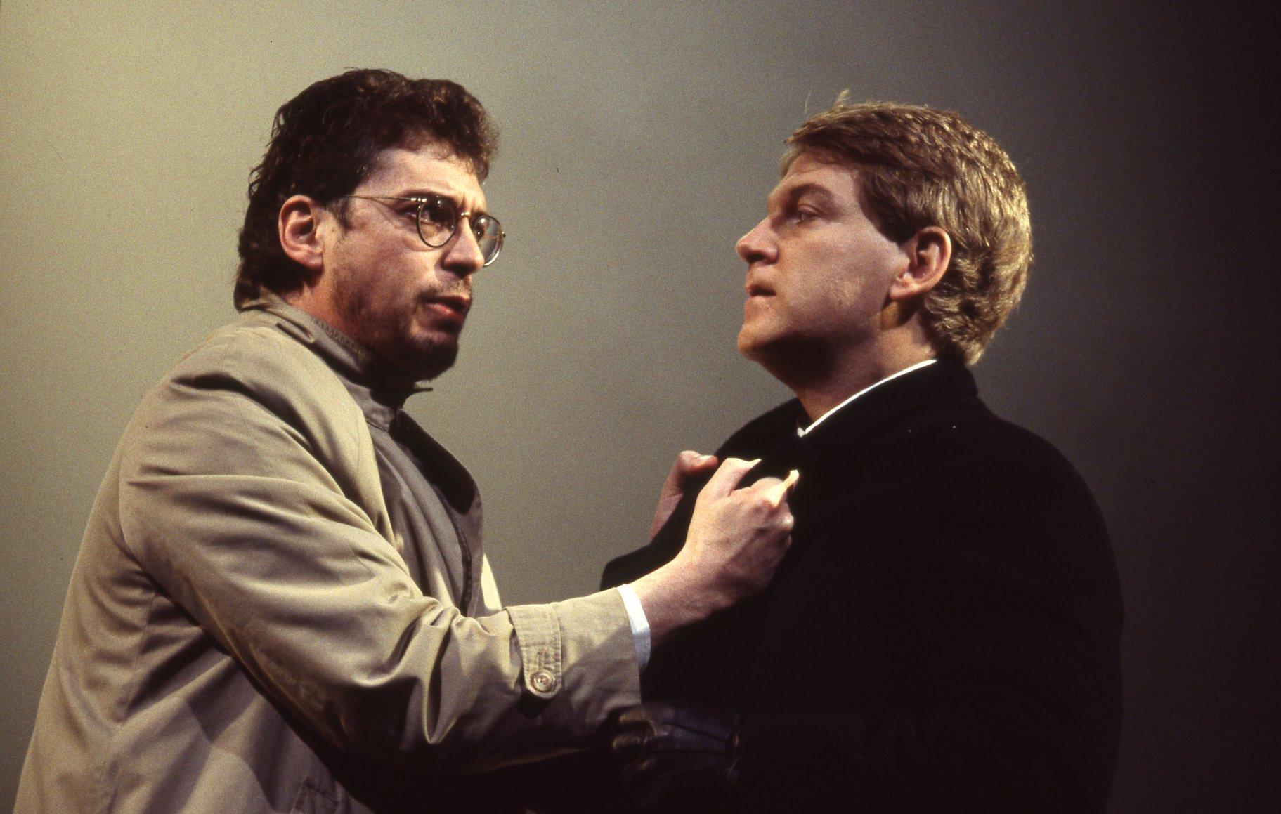 Horatio holds onto Hamlet.