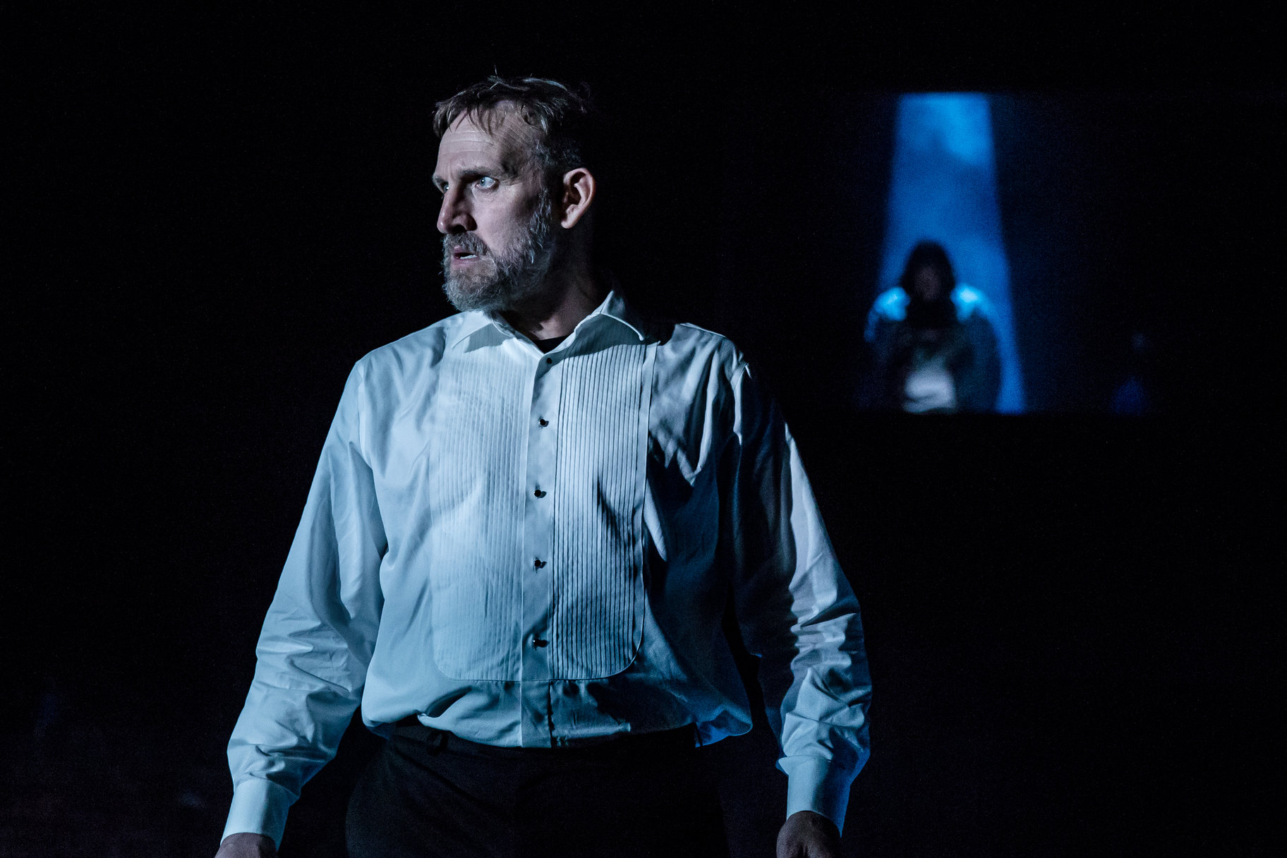 Christopher Eccleston as Macbeth and Raphael Sowole as Banquo's ghost in the 2018 production of Macbeth.