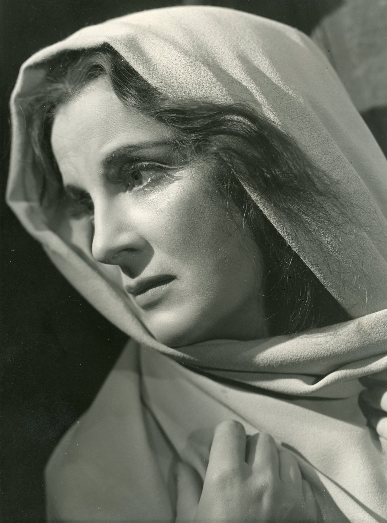 Diana Wynyard as Lady Macbeth.