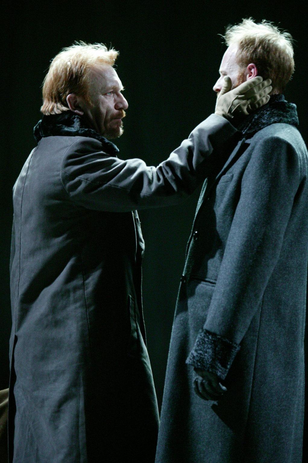 Macduff greets Ross.