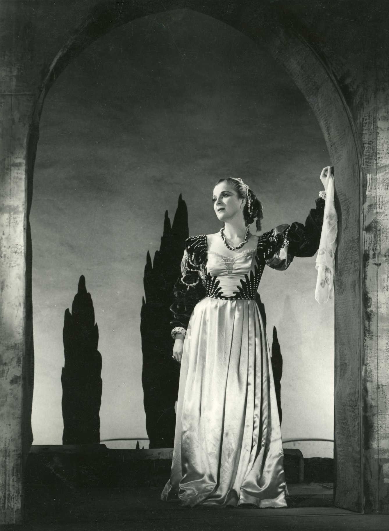 Diana Wynyard as Desdemona.