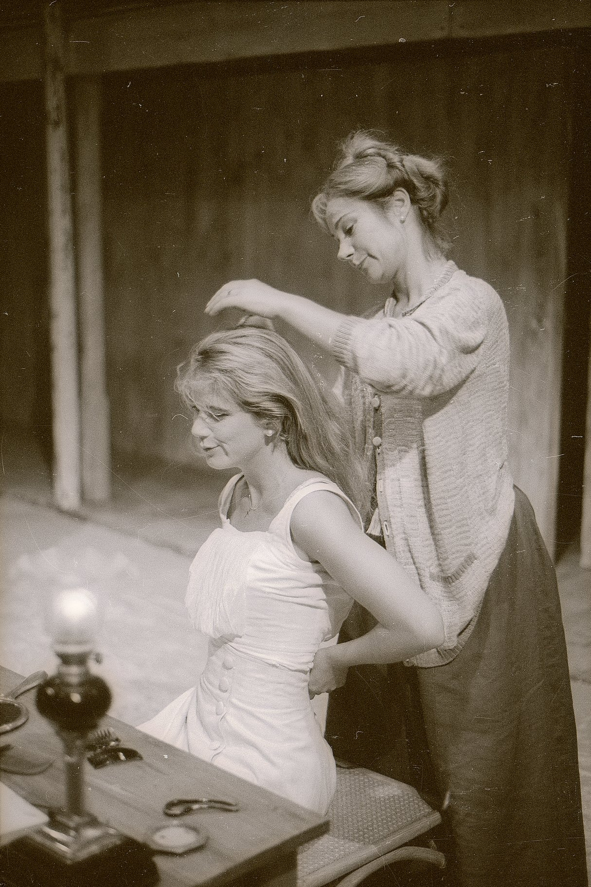 Emilia prepares Desdemona for bed.