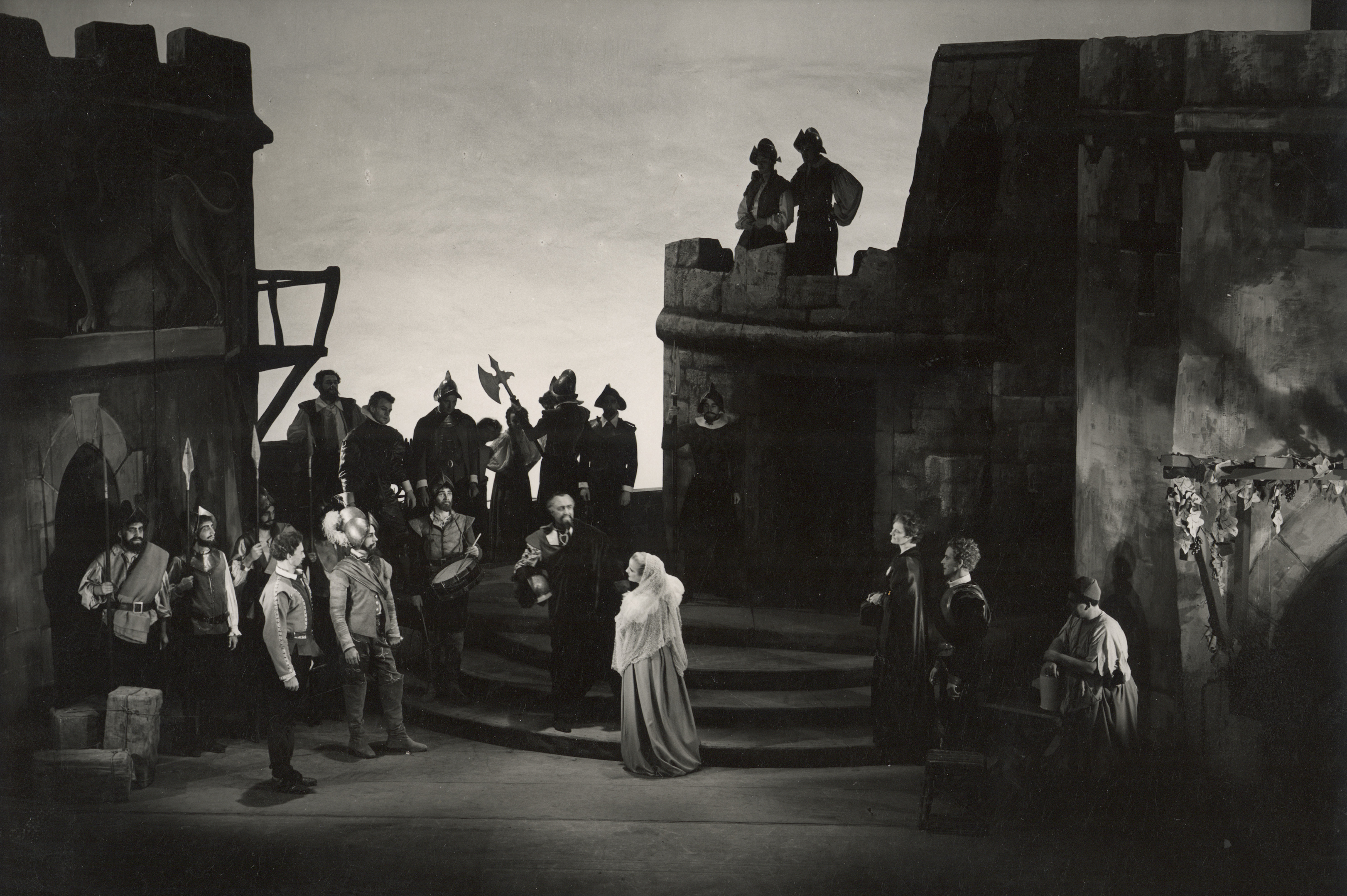 Othello_ 1948_ Othello arrives in Cyprus_1948_Photo by Angus McBean _c_ RSC_31559