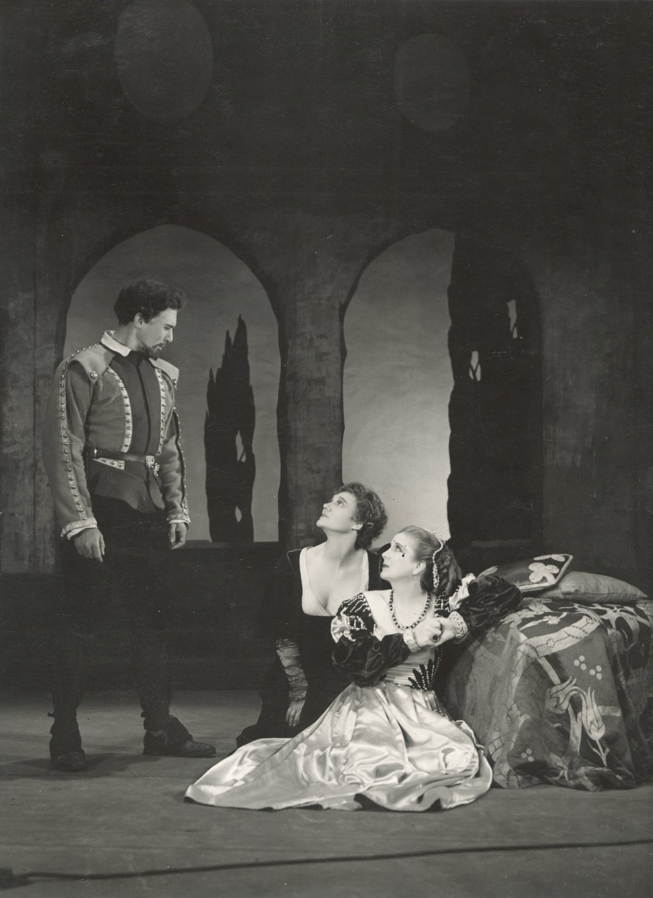 Othello_ 1948_ Iago_ Emilia and Desdemona_1948_Photo by Angus McBean _c_ RSC_32091