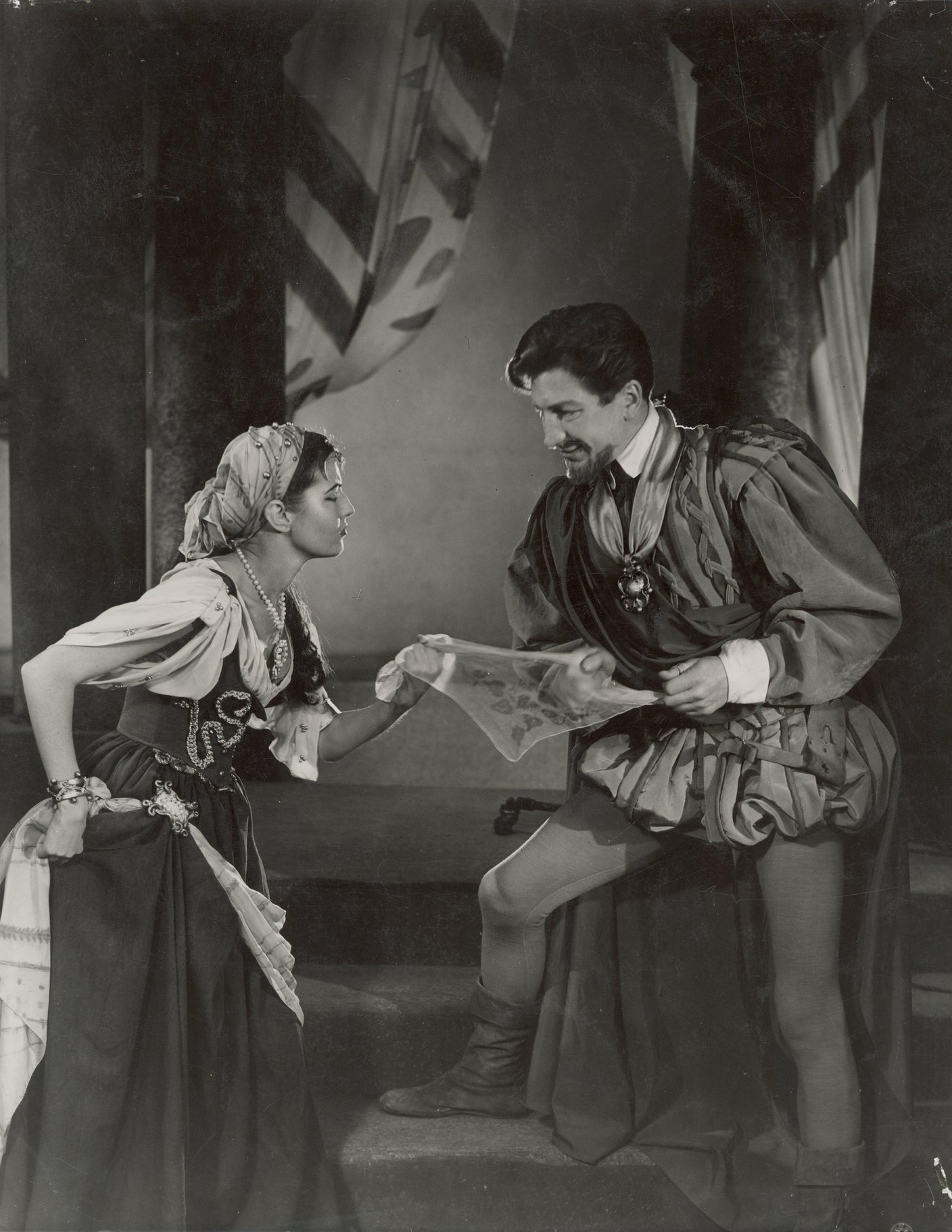 Othello_ 1953_  Bianca gives Cassio Desdemona_s Handkerchief_1953_Photo by Angus McBean _c_ RSC_32949