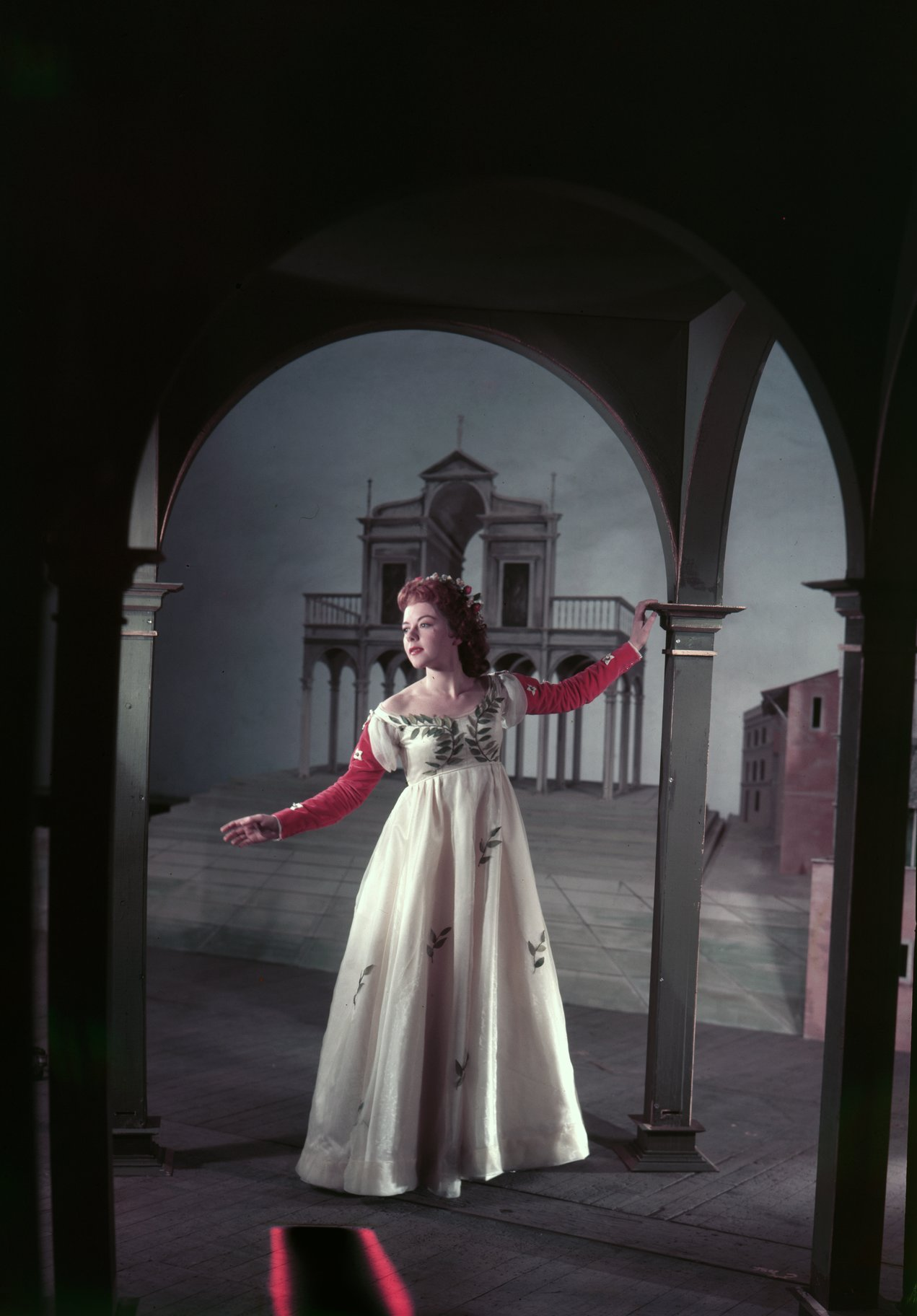 Dorothy Tutin as Juliet.
