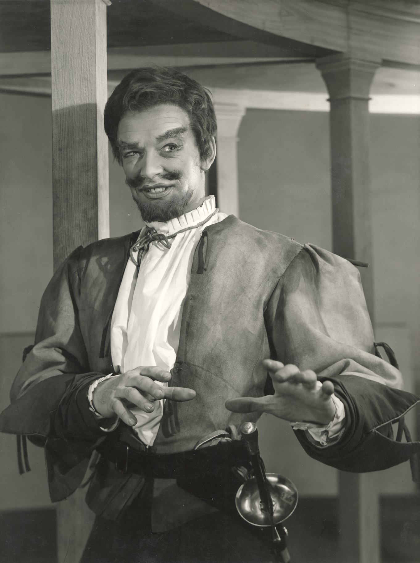 Tony Britton as Mercutio.
