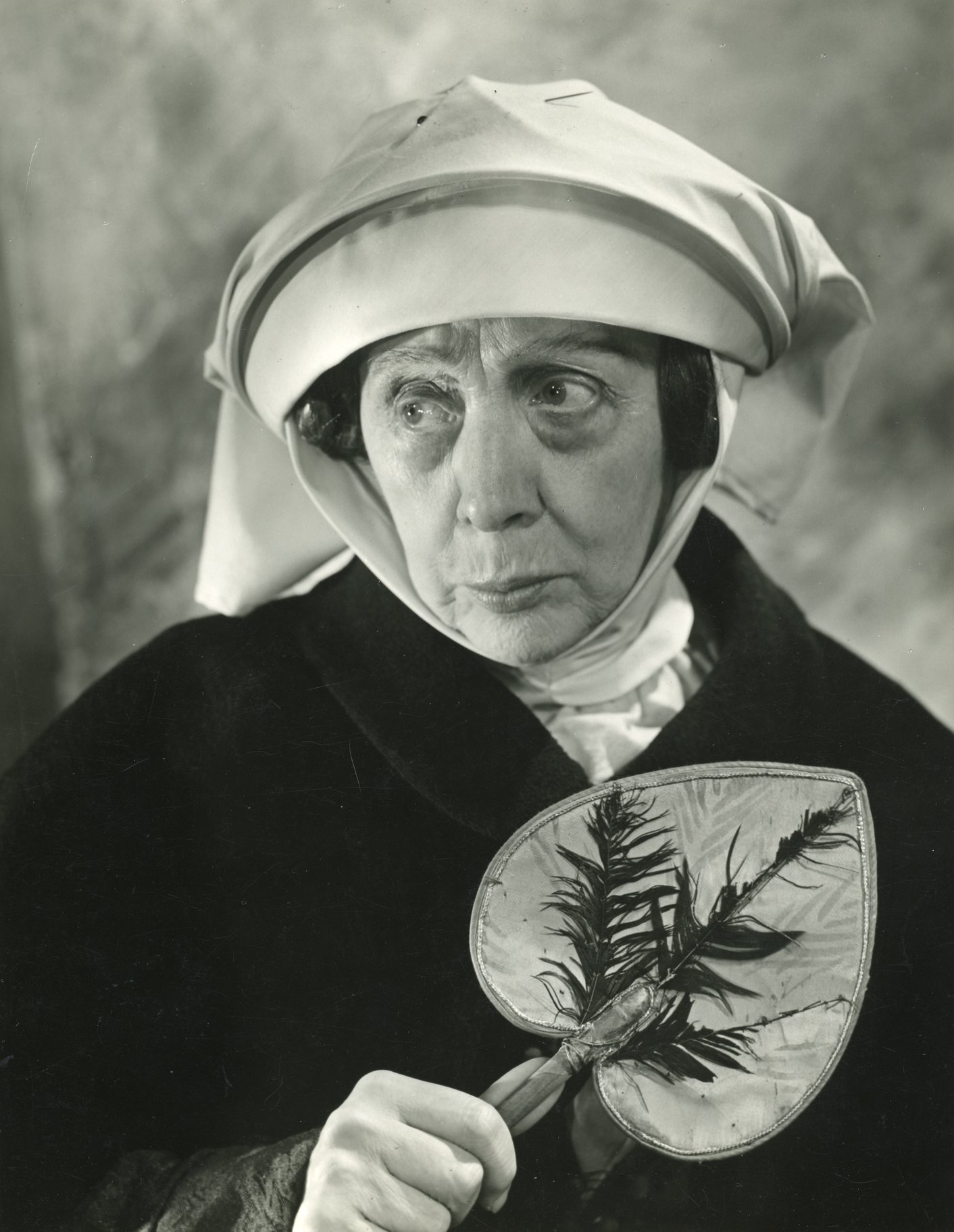 Edith Evans as the Nurse.