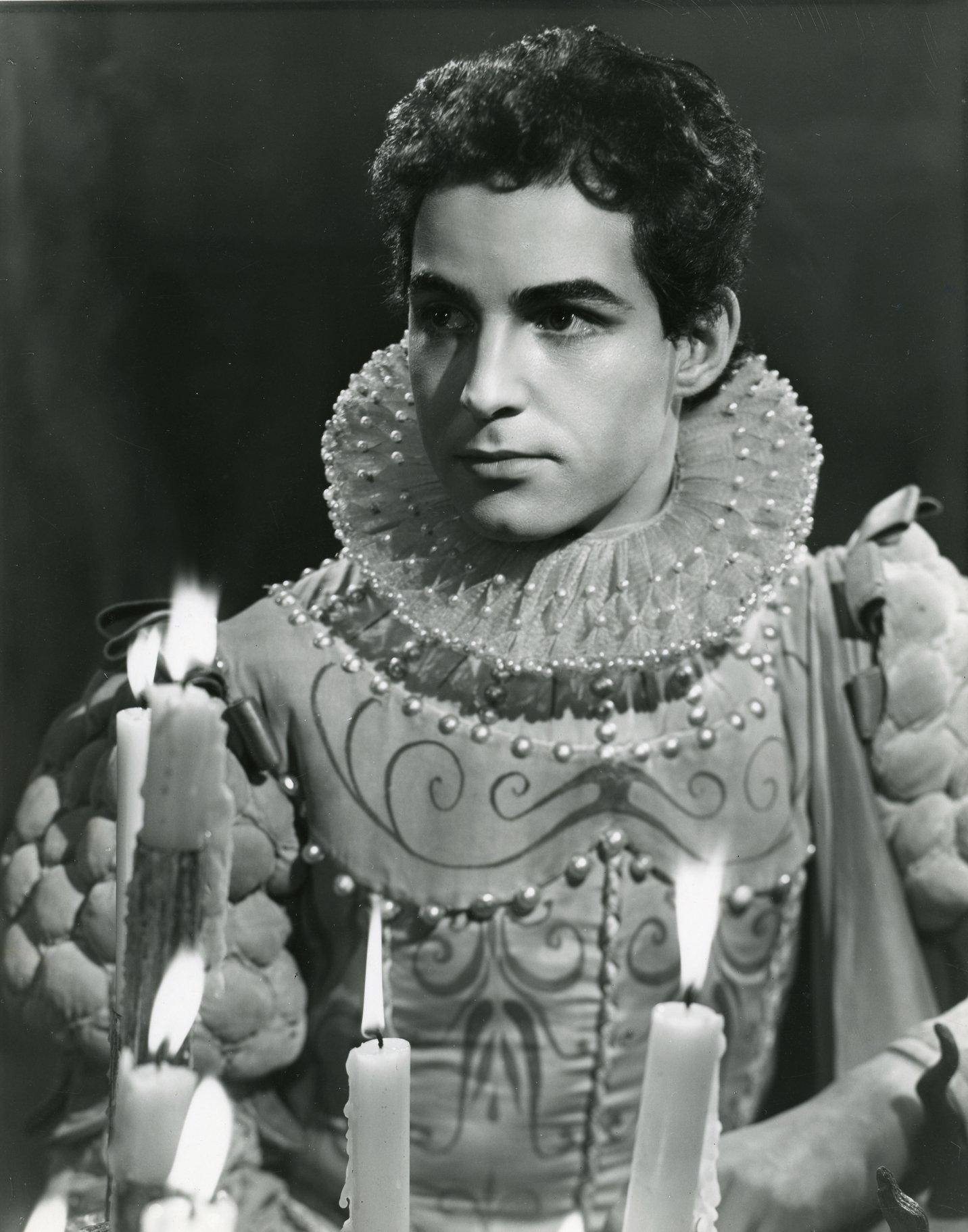 Alexander Davion as Ferdinand.