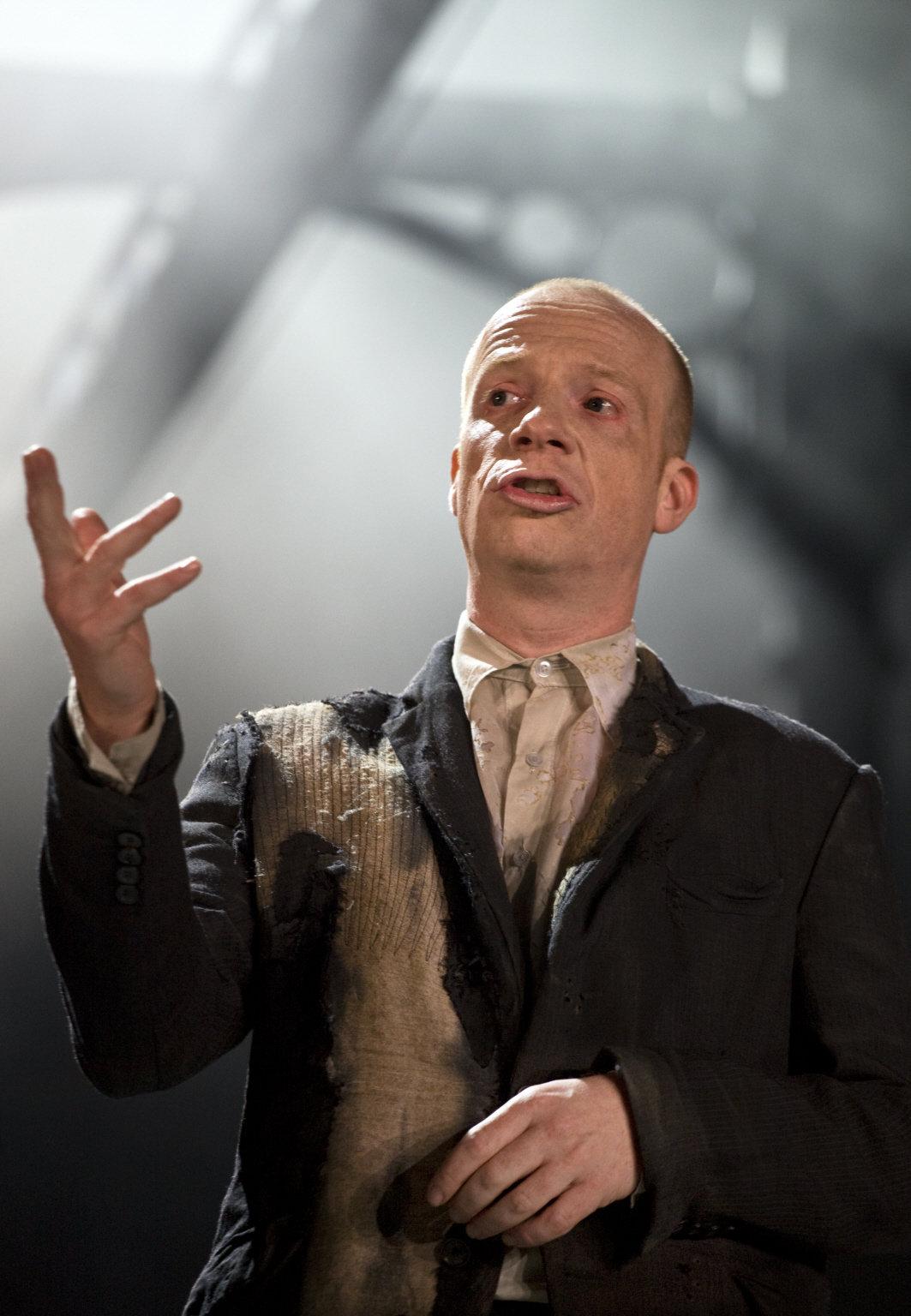 Jonathan Slinger as Prospero.