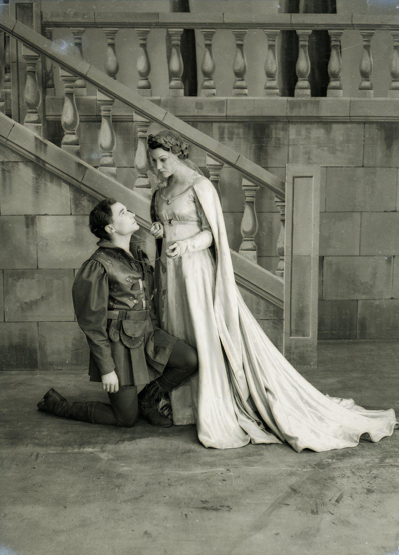 Orlando kneels before Rosalind.