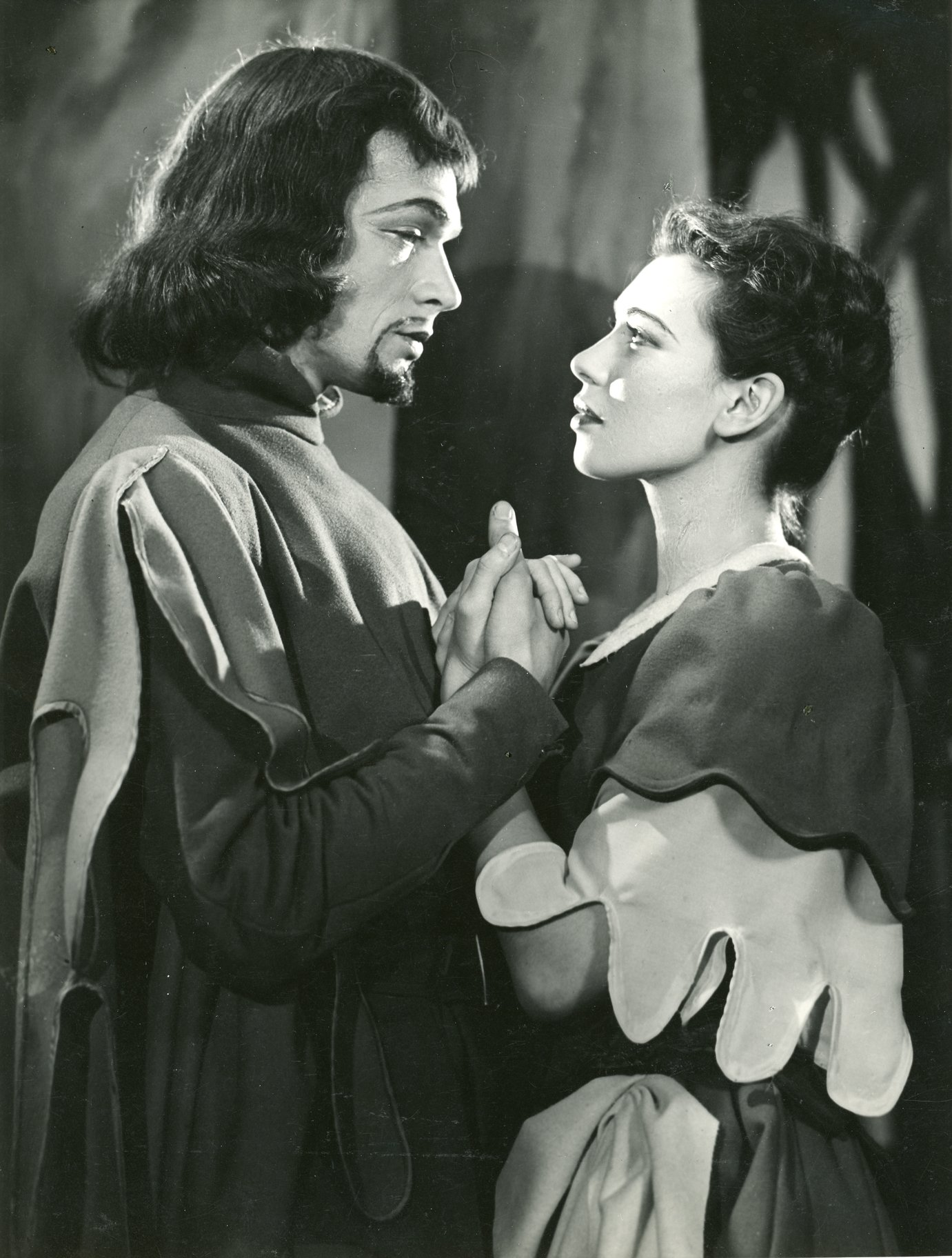 Paul Scofield and Joy Parker as Oliver and Celia.