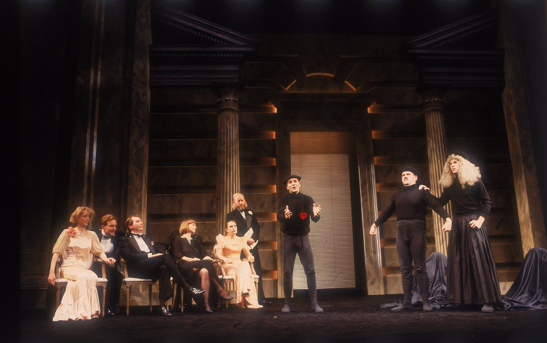 A Midsummer Night_s Dream_ 1987_ Pyramus and Thisbe is performed to the court_1987_Photo by Reg Wilson _c_ RSC_97520
