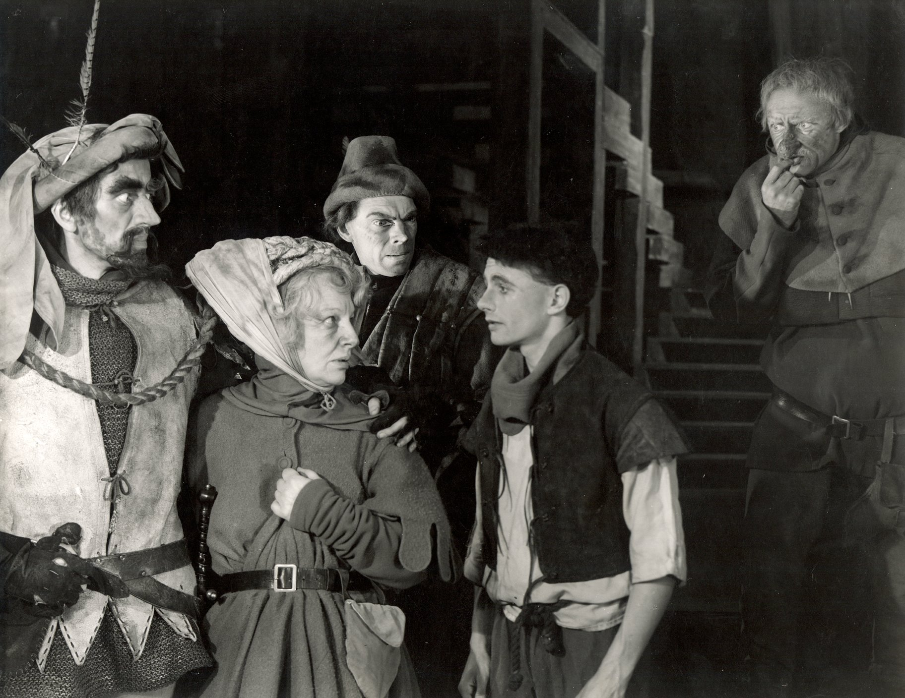 Henry V_ 1951_ The Boy tells of Falstaff_s illness_1951_Photo by Angus McBean _c_ RSC_120753