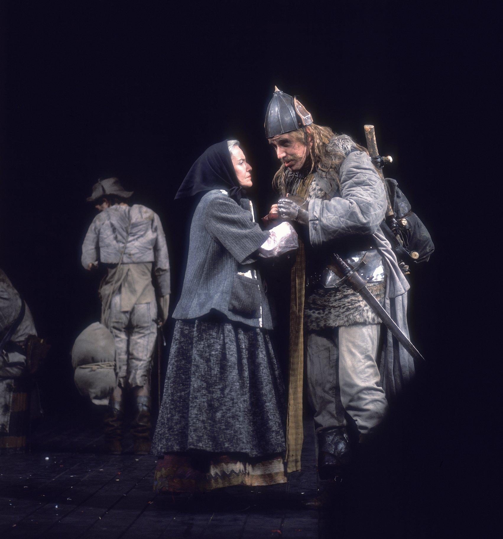 Henry V_ 1975_ Pistol says goodbye to Mistress Quickly_1975_Photo by Reg Wilson _c_ RSC_59071