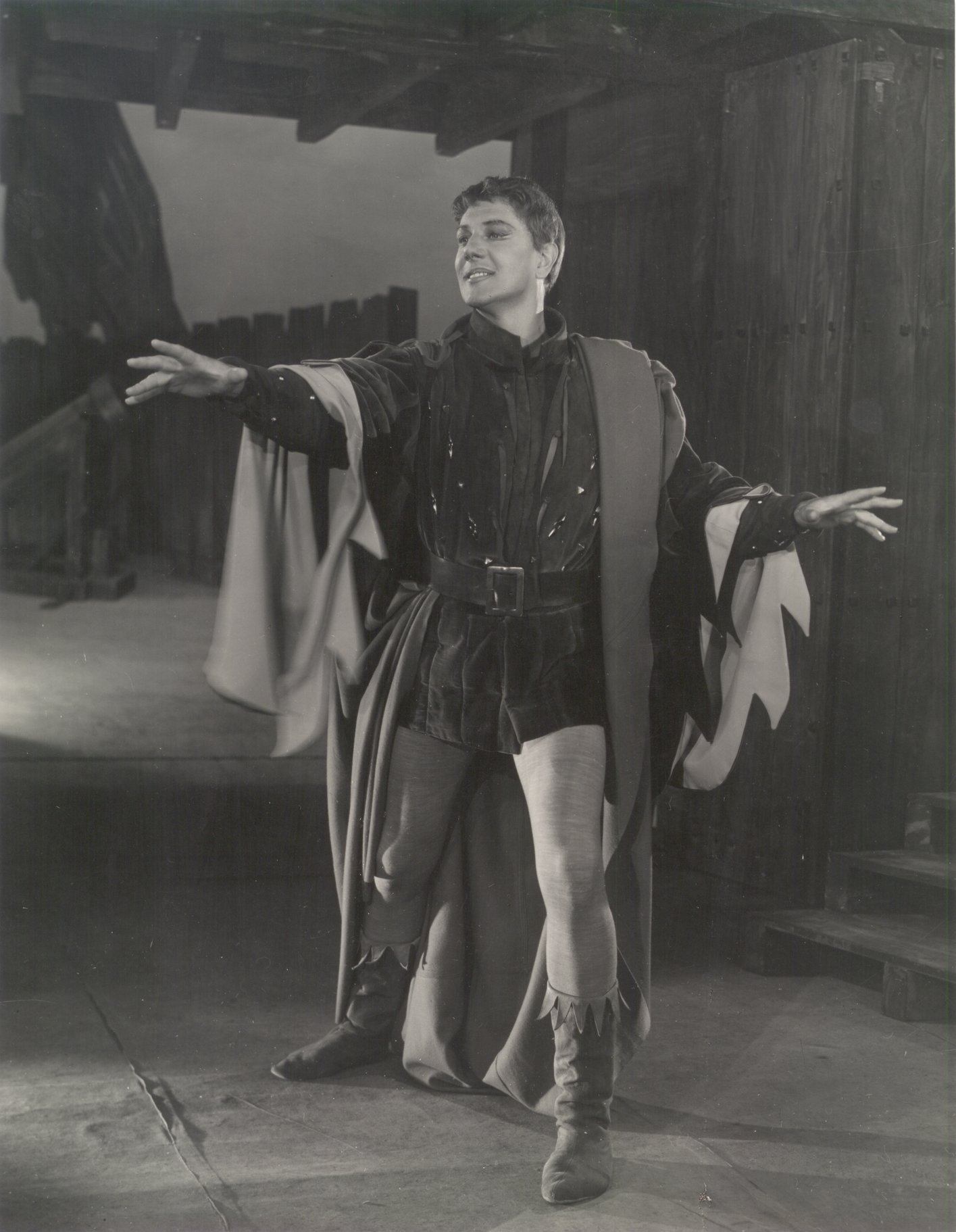 Henry V_ 1951_ Michael Redgrave as Chorus_1951_Photo by Angus McBean _c_ RSC_107878