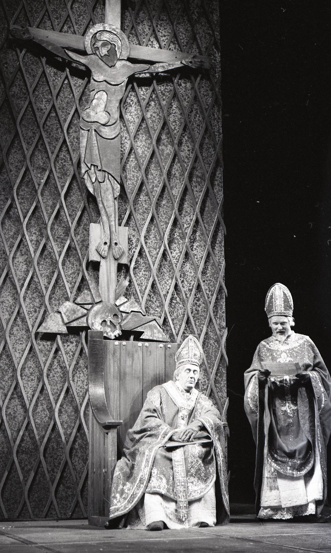 Henry V_ 1965_ the Archbishop of Canterbury and the Bishop of Ely_1965_Photo by Reg Wilson _c_ RSC_185581