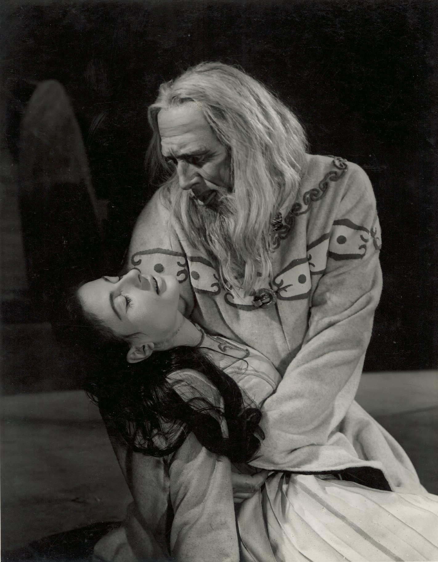 Lear cradles the body of Cordelia.