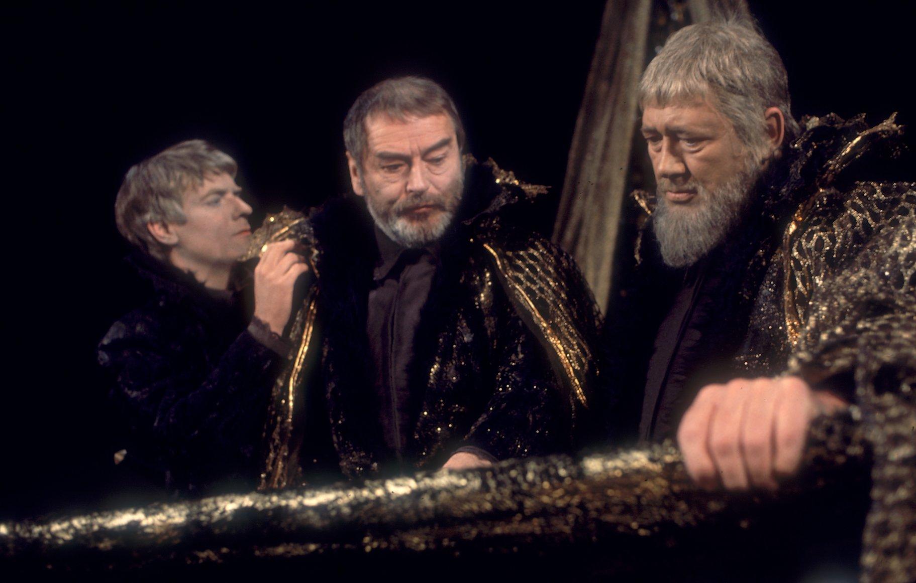 Edmund, Gloucester and Kent speak together.
