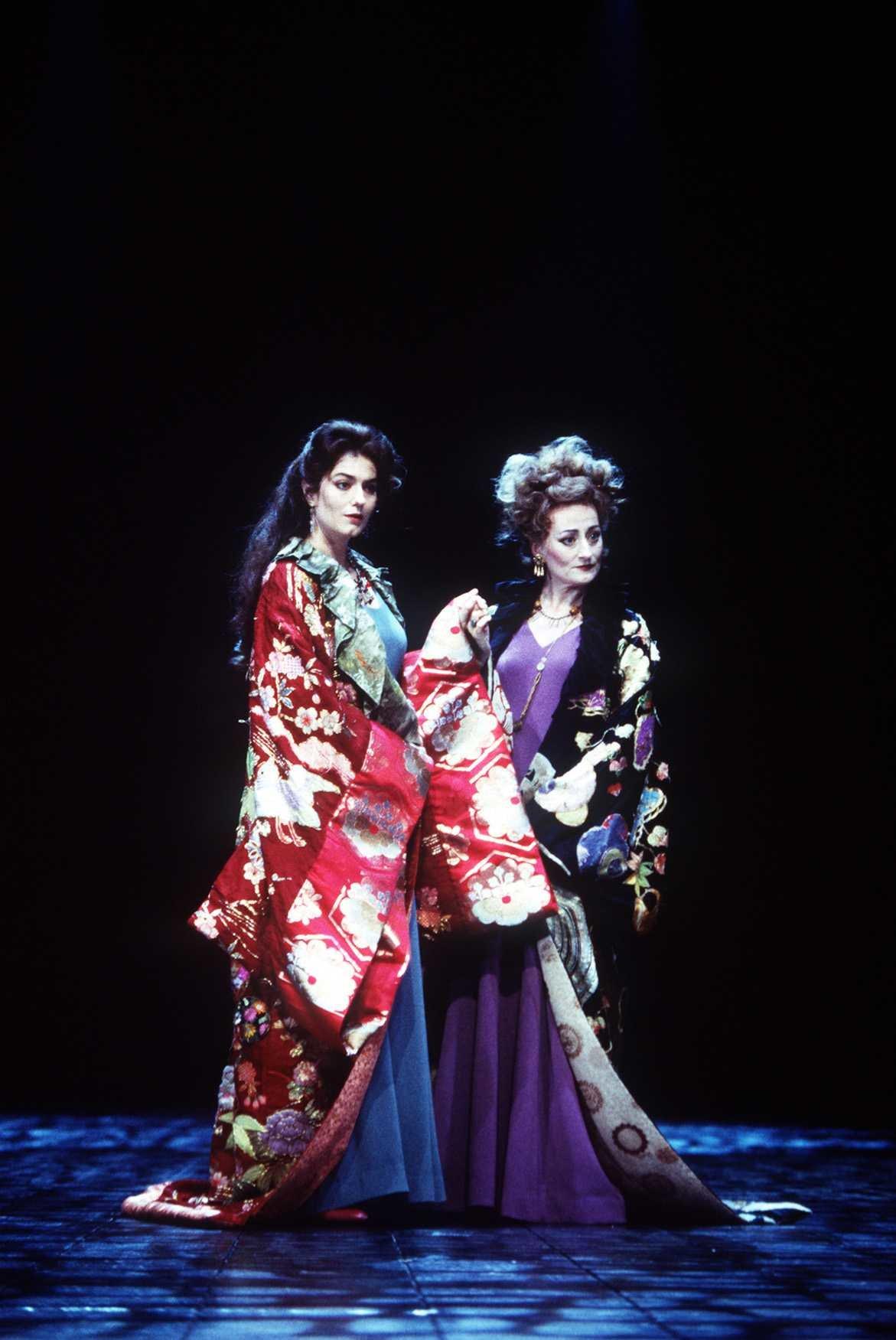 Regan and Goneril in oriental-style kimonos.