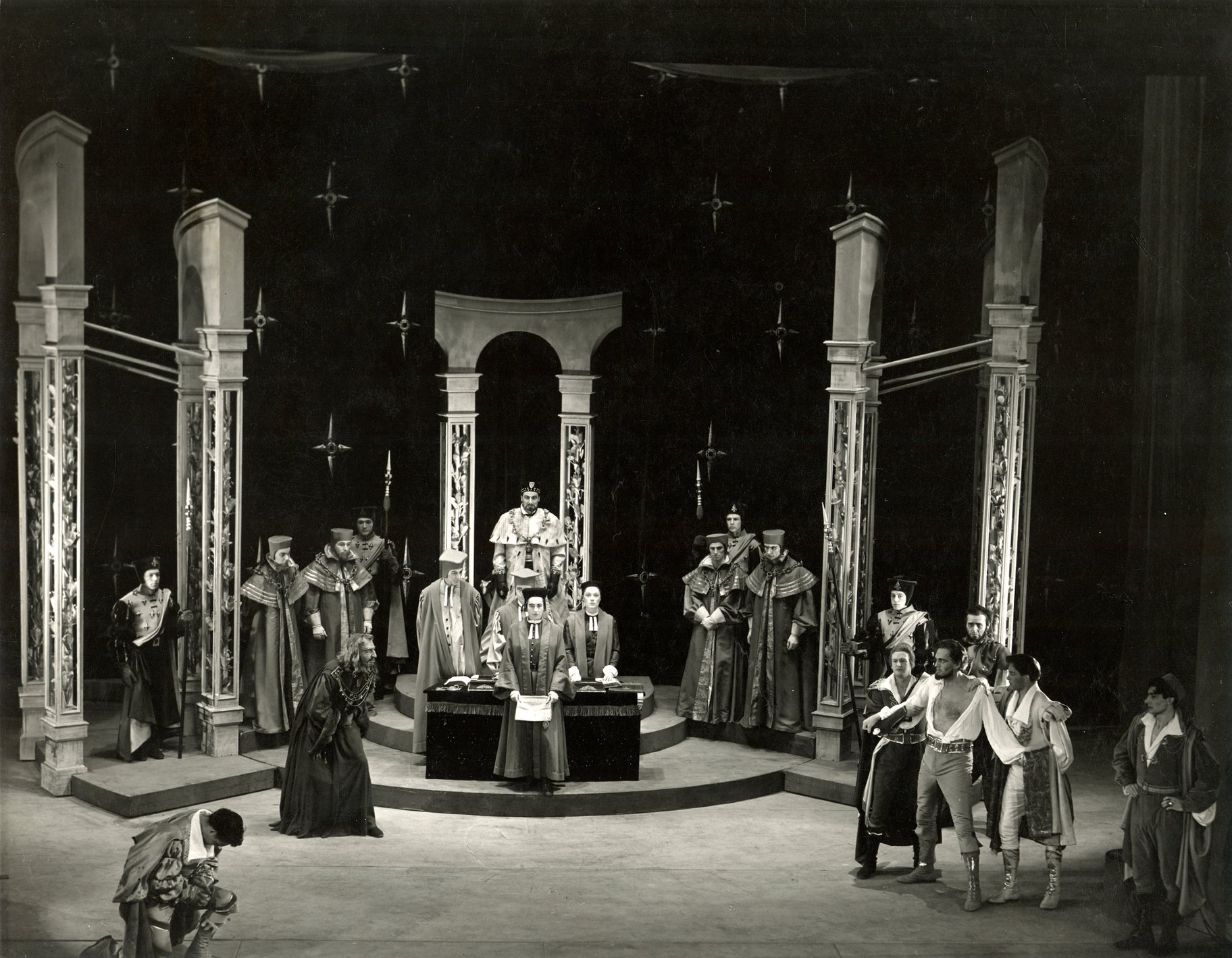 The Merchant of Venice_ 1953_ Shylock demands his forfeit_1953_Photo by Angus McBean _c_ RSC_22440