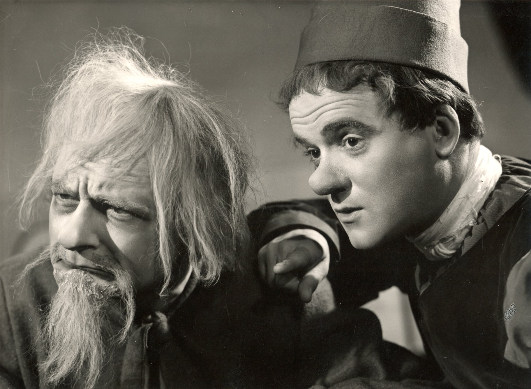 The Merchant of Venice_ 1947_ Old Gobbo and Launcelot Gobbo_1947_Photo by Angus McBean _c_ RSC_134963