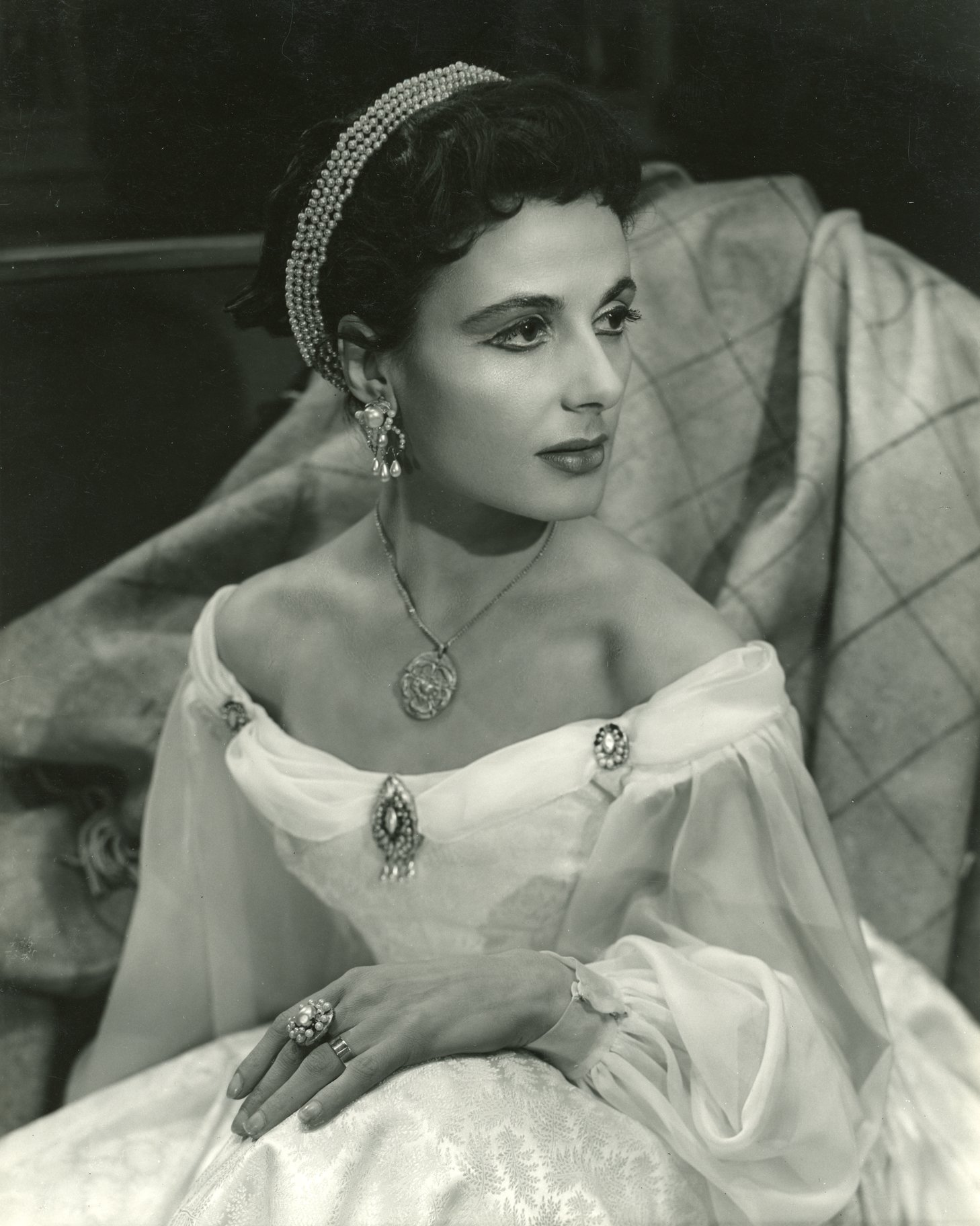 The Merchant of Venice_ 1953_ Yvonne Mitchell as Jessica_1953_Photo by Angus McBean _c_ RSC_214477