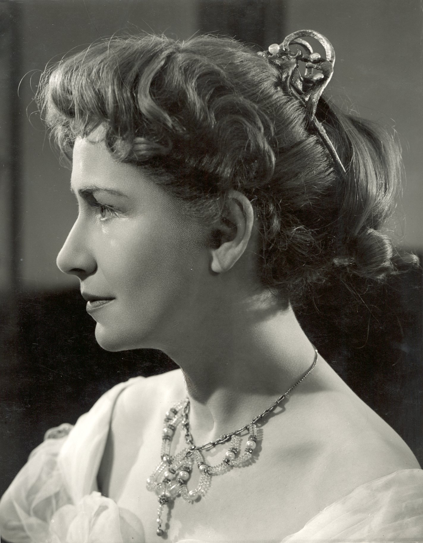 The Merchant of Venice 1953_ Peggy Ashcroft as Portia_1953_Photo by Angus McBean _c_ RSC_63154