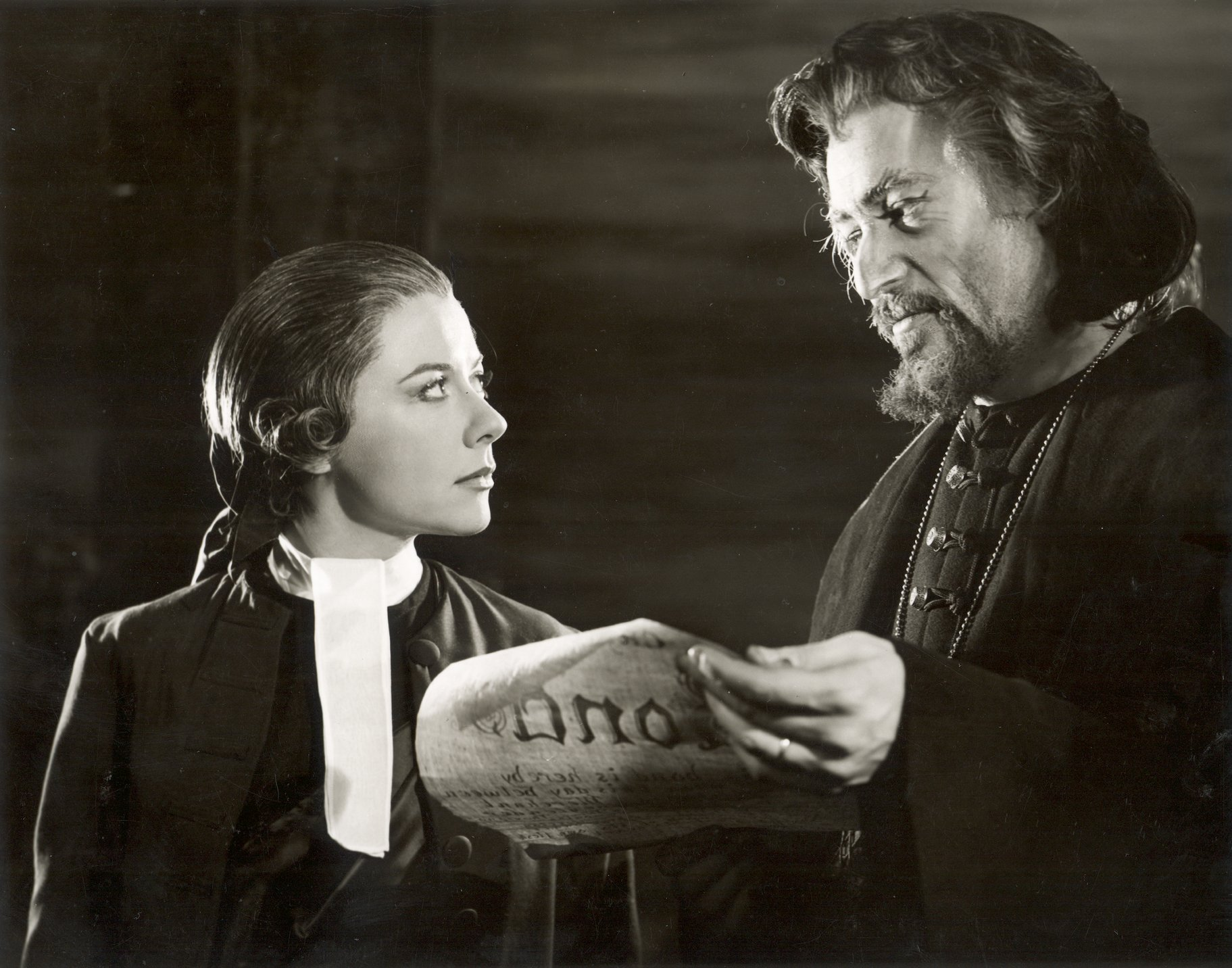The Merchant of Venice_ 1960_ Portia and Shylock consult the bond_1960_Photo by Angus McBean _c_ RSC_24662