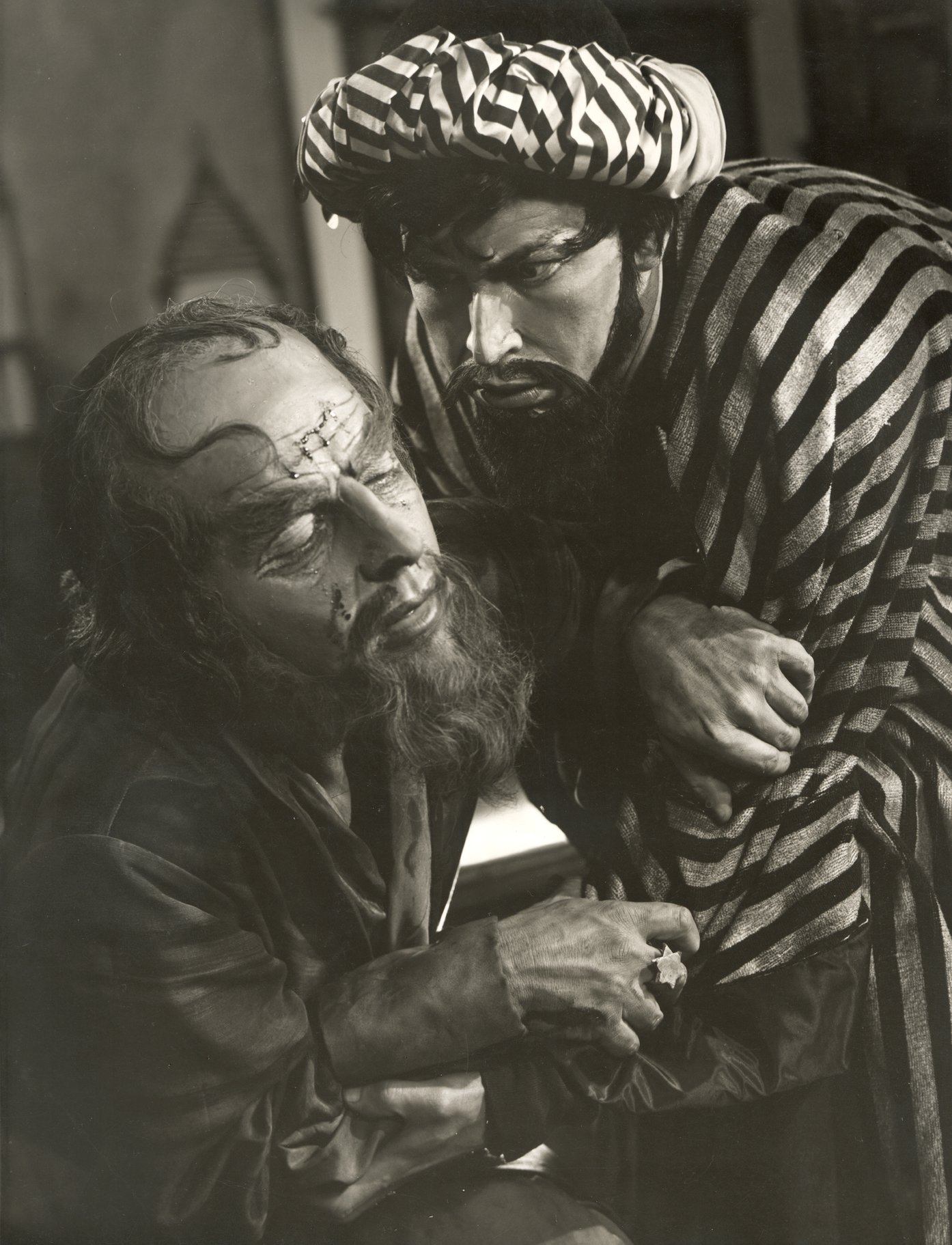 The Merchant of Venice_ 1956_ Shylock and Tubal_1956_Photo by Angus McBean _c_ RSC_23218