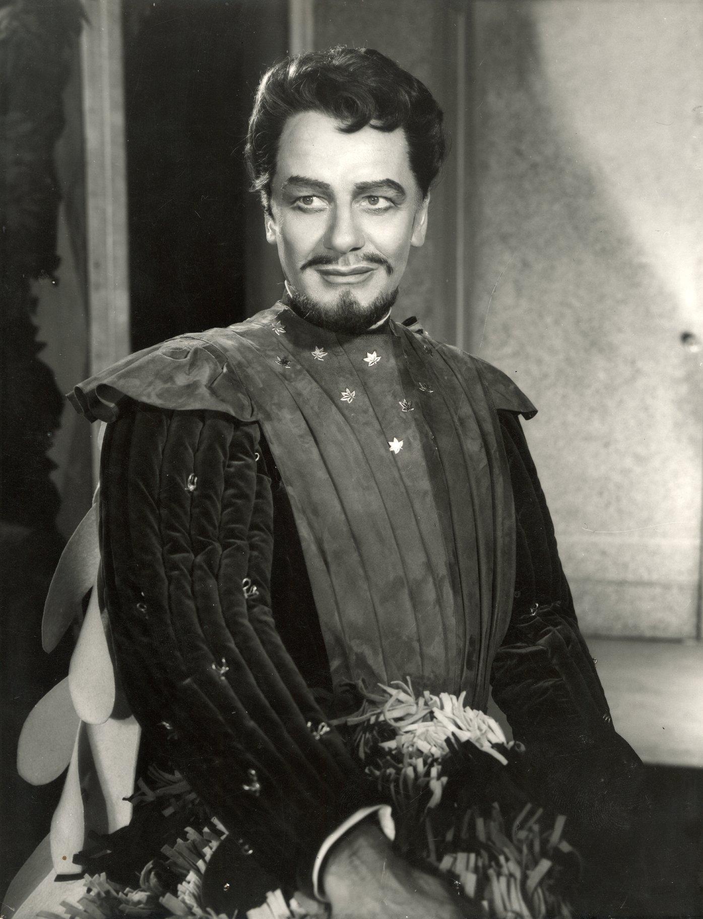 John Gielgud as Benedick.