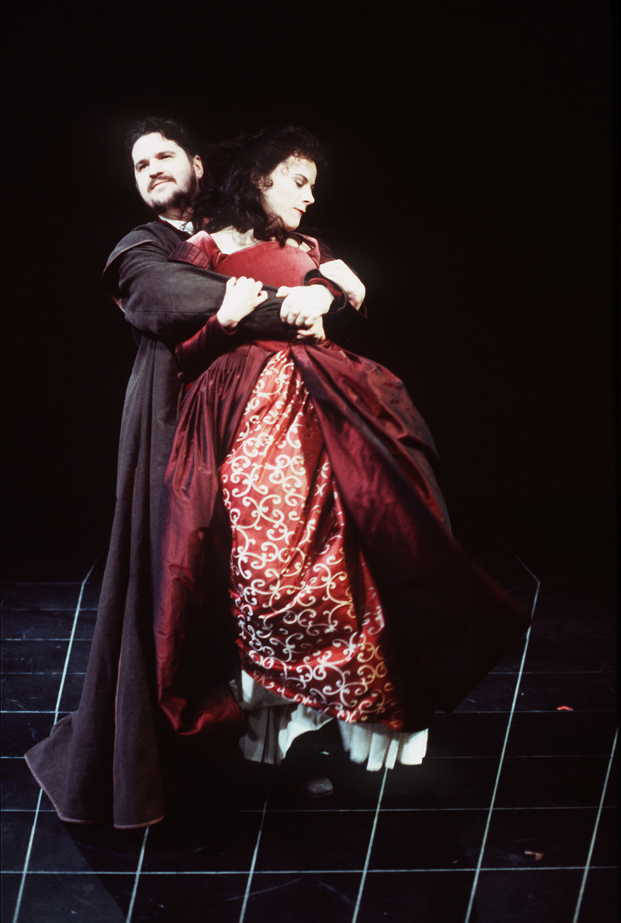 The Taming of the Shrew_ 1999_ Petruchio woos Katherina_1999_Photo by Robert Workman _c_ RSC_103308