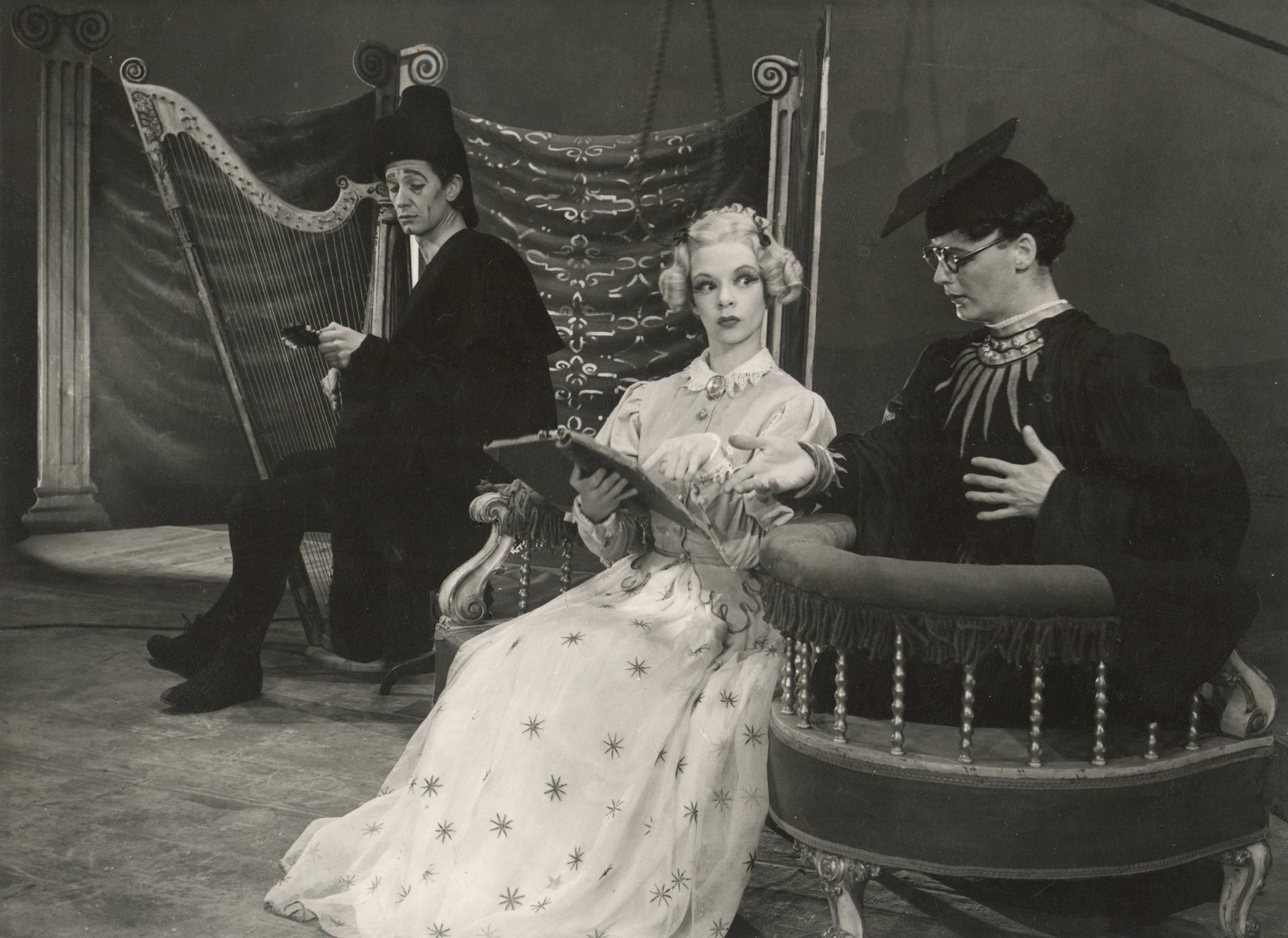 The Taming of the Shrew_ 1948_ Hortensio_ Bianca and Lucentio_1948_Photo by Angus McBean _c_ RSC_41486
