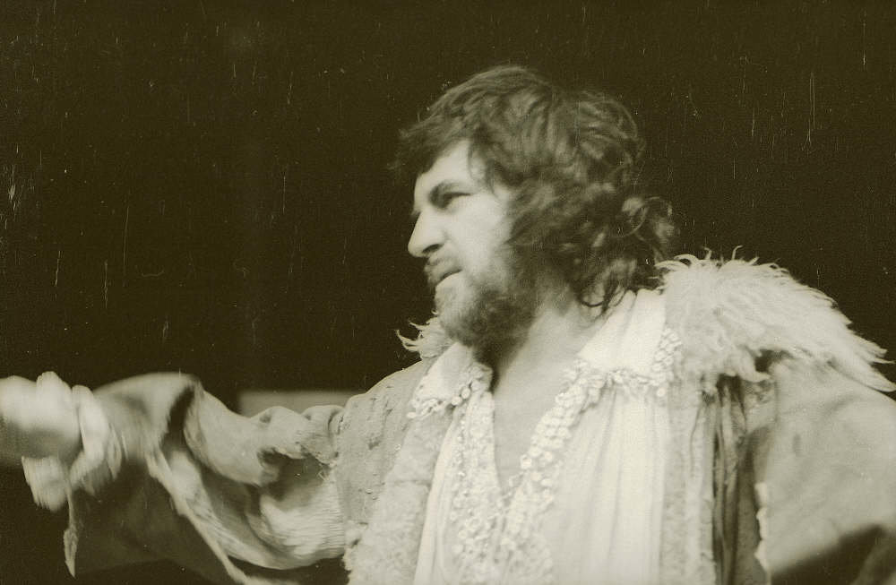 The Taming of the Shrew_ 1973_  Alan Bates as Petruchio_1973_Photo by Reg Wilson _c_ RSC_95701