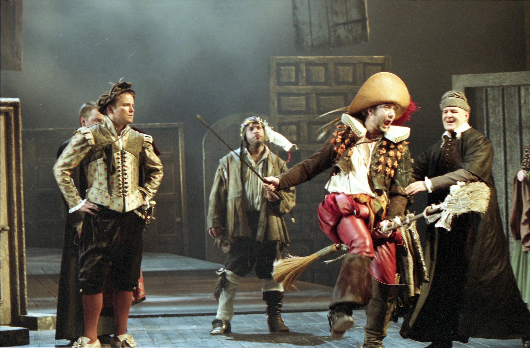 The Taming of the Shrew_ 2003_ Petruchio arrives_2003_Photo by Jonathan Dockar-Drysdale _c_ RSC_281583