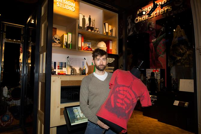 David Tennant standing with a dummy wearing his red Hamlet t-shirt decorated with a skeleton pattern