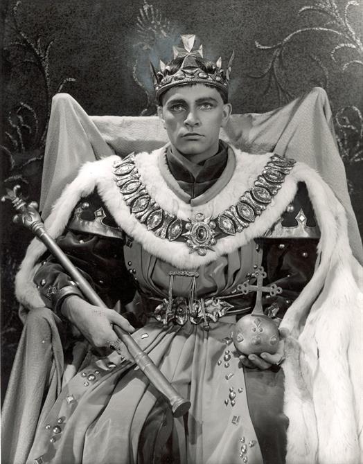 Henry V, 1951, directed by Anthony Quayle. Richard Burton as Henry V.