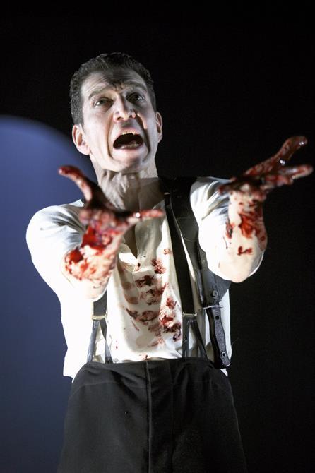 Macbeth, 2004, directed by Dominic Cooke. Greg Hicks as Macbeth.