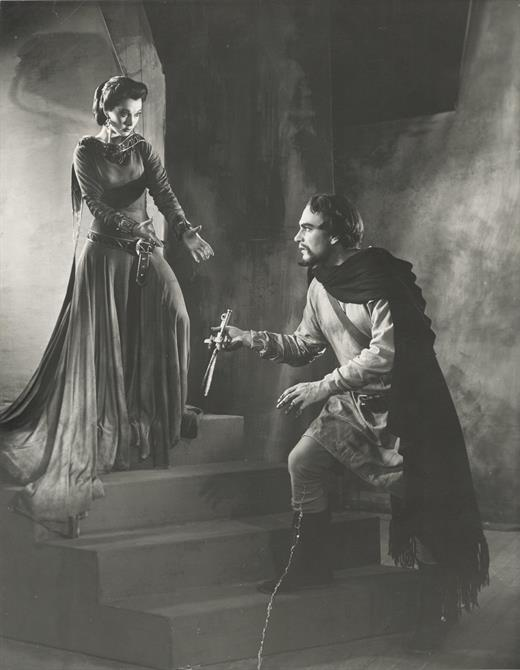 Macbeth, 1955, directed by Glen Byam Shaw.Lady Macbeth (Vivien Leigh) instructs Macbeth (Laurence Olivier) to give her the bloody knives.