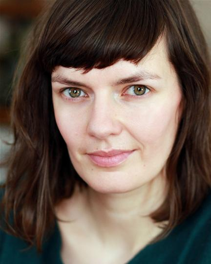 Headshot of Laura Cairns
