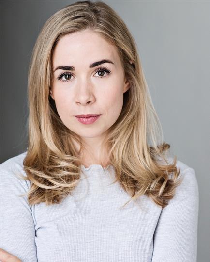 Samantha Hull headshot