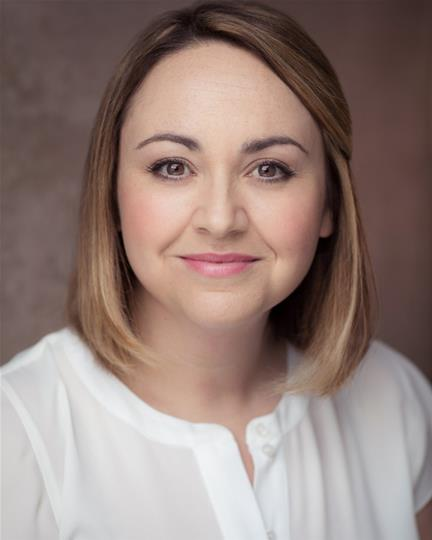 Vicky Hall headshot