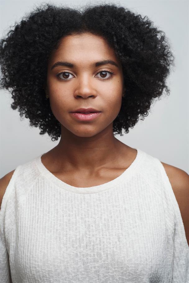 headshot of Isabel